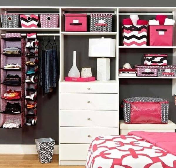 Back to School: Super Efficient Ways to Decorate a Dorm Room